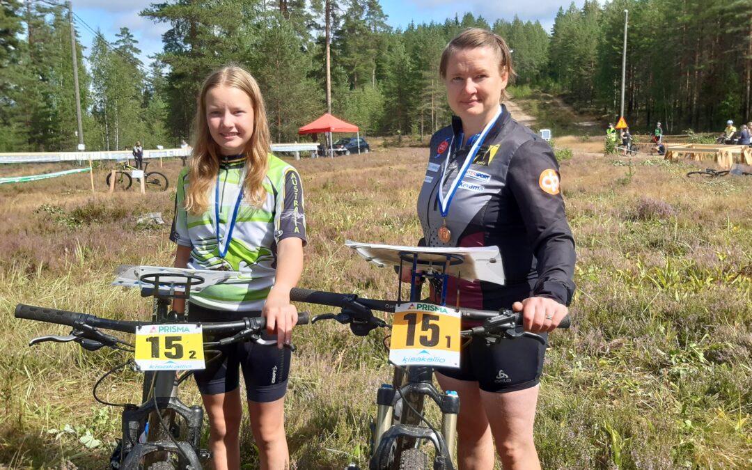 Maija ja Emma Lång polkivat naisten                        pääsarjan SM-viestipronssille !